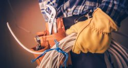 שרברב ומנעולן מומחה מתקני הצינורות ביוב מיומנים עם מלא ידע מקצועי שיודעים לתת שירות אדיב ומקצועי, שמומחים לשירותי ביוב תוך כדי החלפת האסלה בשירותים
