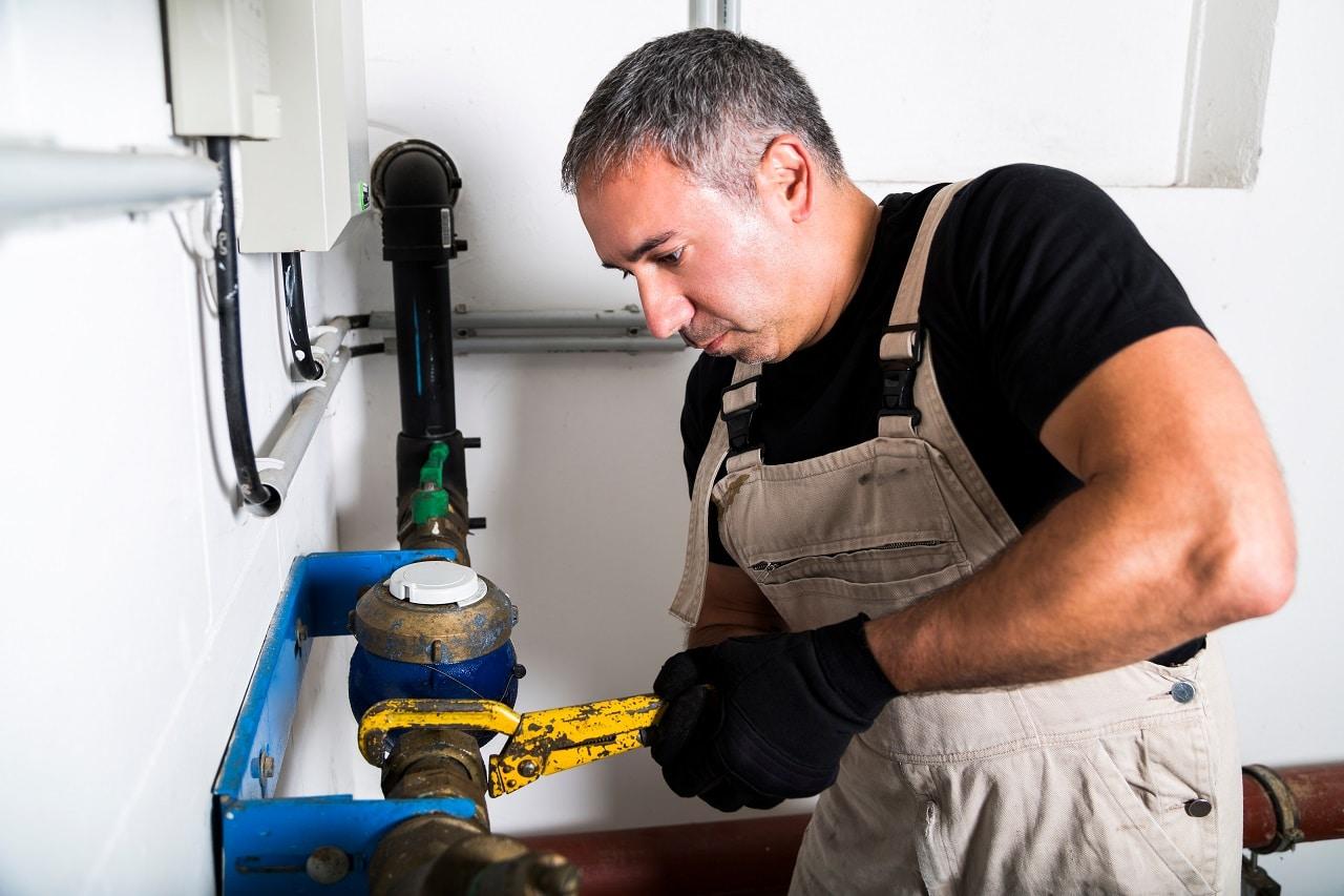 שרברב ומנעולן מומחה אינסטלטורים ידועים בעלי הבחנה מקצועית עם הרבה אהבה למקצוע שיודעים לאתר נזילות וצנרת רקובה תוך כדי איתור הרטיבות בקירות