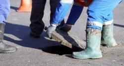 שרברב ומנעולן מומחה המחליפים של צינורות הברזל מומחים עם מתן מספיק זמן לעבודתם שיודעים להחליף צינורות ביוב תוך כדי שיפוץ השירותים והצנרת