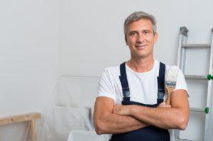 שרברב ומנעולן מומחה מבצעי תיקוני האינסטלציה בעלי הבחנה מקצועית עם כלי עבודה מקצועיים שיודעים לתת אחריות לעבודתם תוך כדי החלפת האינסטלציה