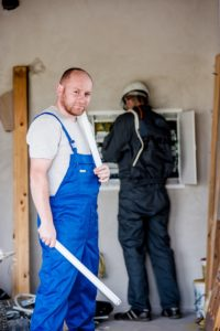 שרברב ומנעולן מומחה המנקים של האבנית בדודים מקצועיים עם רישיון והסמכה שיודעים לאתר בעיות ניאגרה בביוב תוך כדי החלפת האינסטלציה
