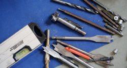 שרברב ומנעולן מומחה האינסטלטורים המוזמנים לתקן הצינורות ביוב מקצוענים עם הרבה אהבה למקצוע ומומחים