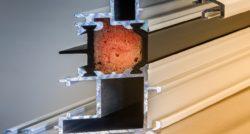 שרברב ומנעולן מומחה האינסטלטורים המוזמנים לתקן הצינורות ביוב זמינים בכל זמן עם ניסיון רב